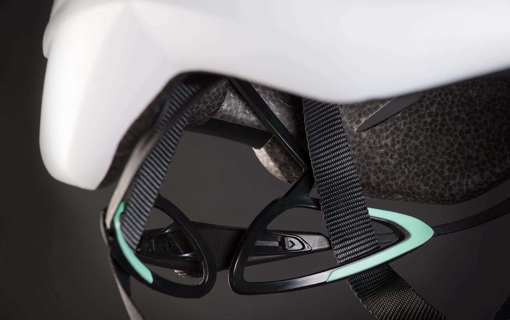 MET Trenta 3K Carbon Road, Aero, Cyclocross and Gravel Helmet retention system