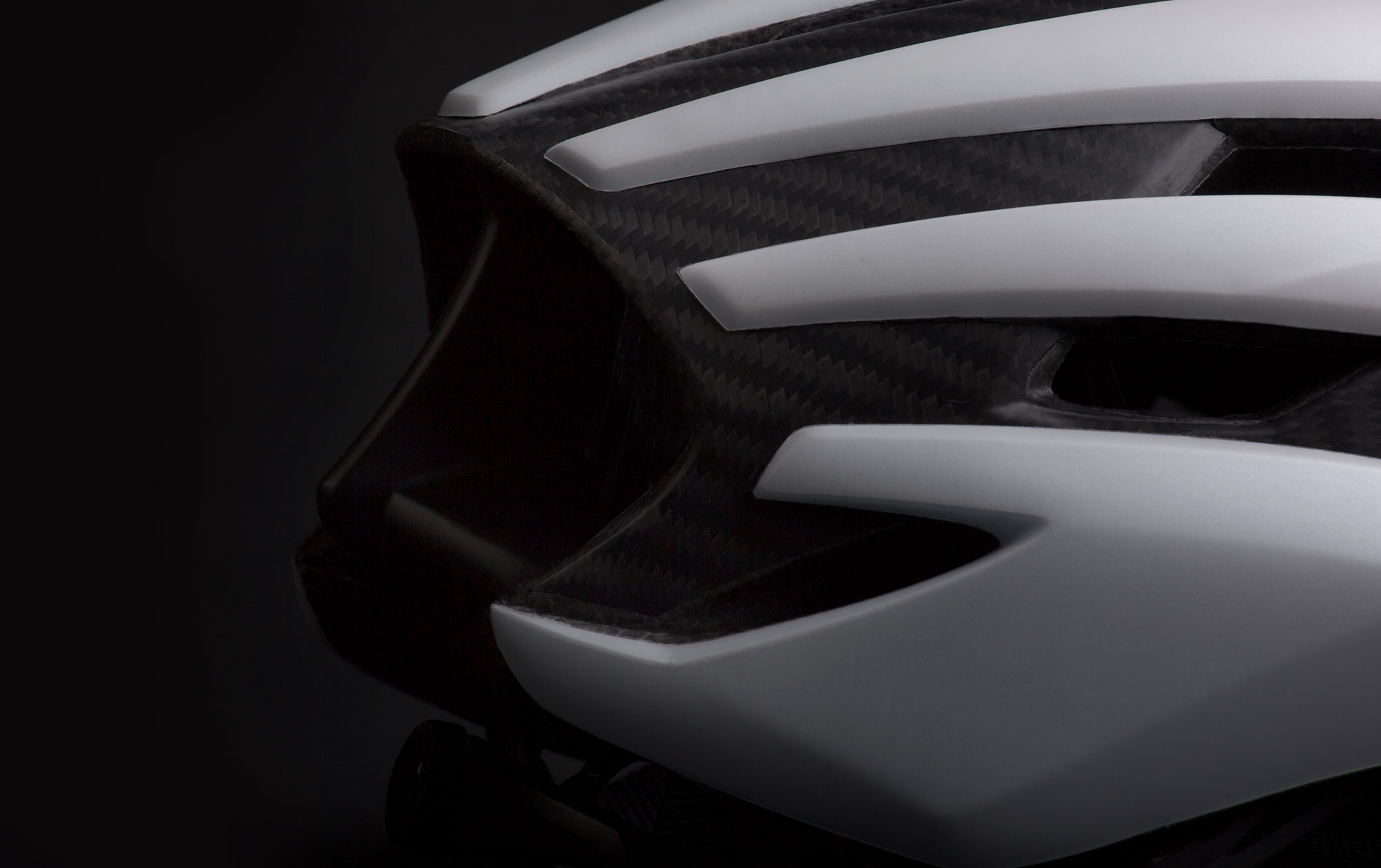 MET Trenta 3K Carbon Road, Aero, Cyclocross and Gravel Helmet tube shape tail