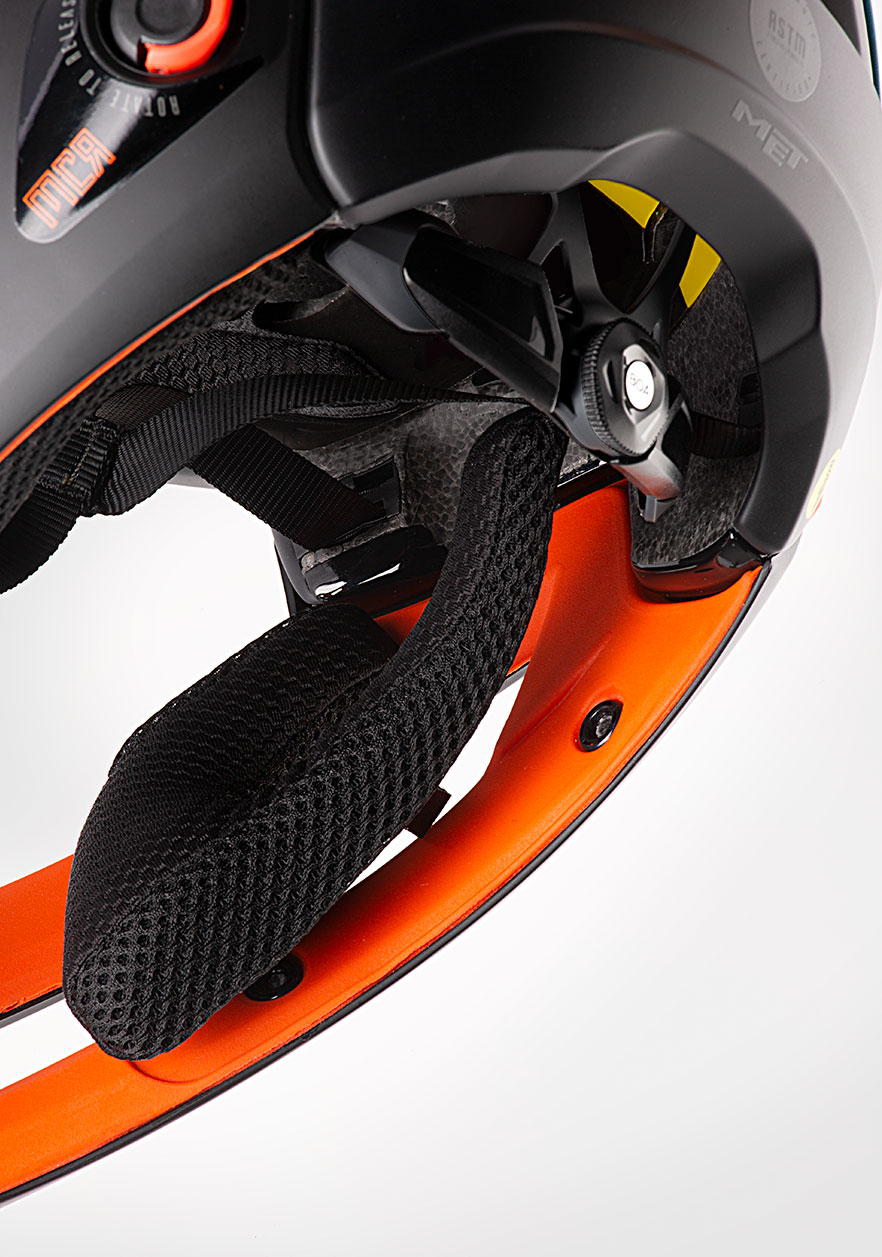 MET Parachute MCR mips Enduro, Trail and E-MTB Helmet Removable and washable cheek-pads