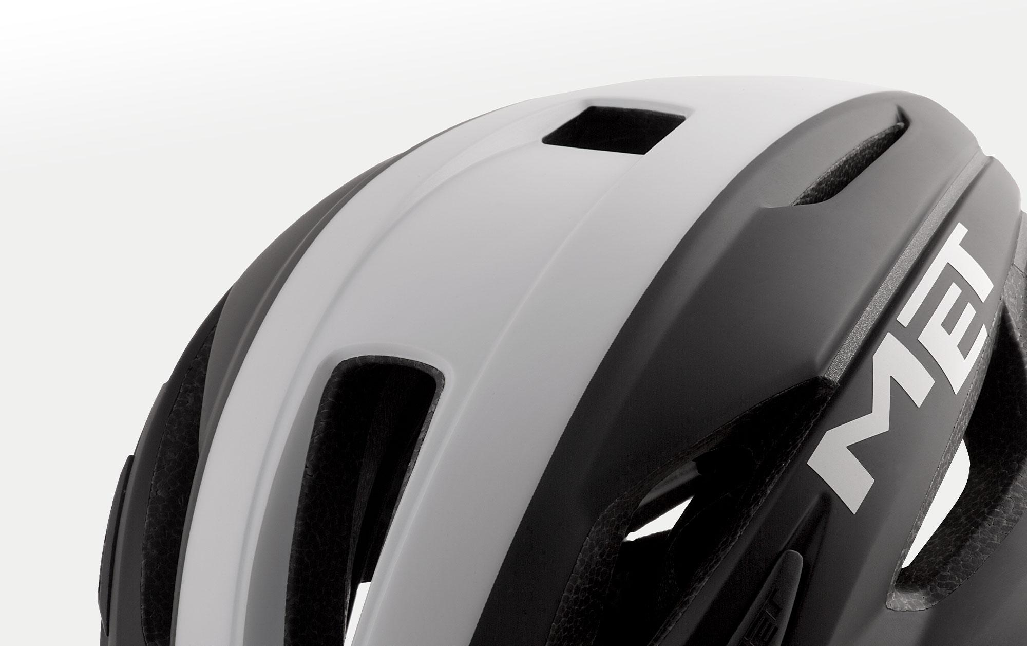 MET Strale Road Helmet Naca vent