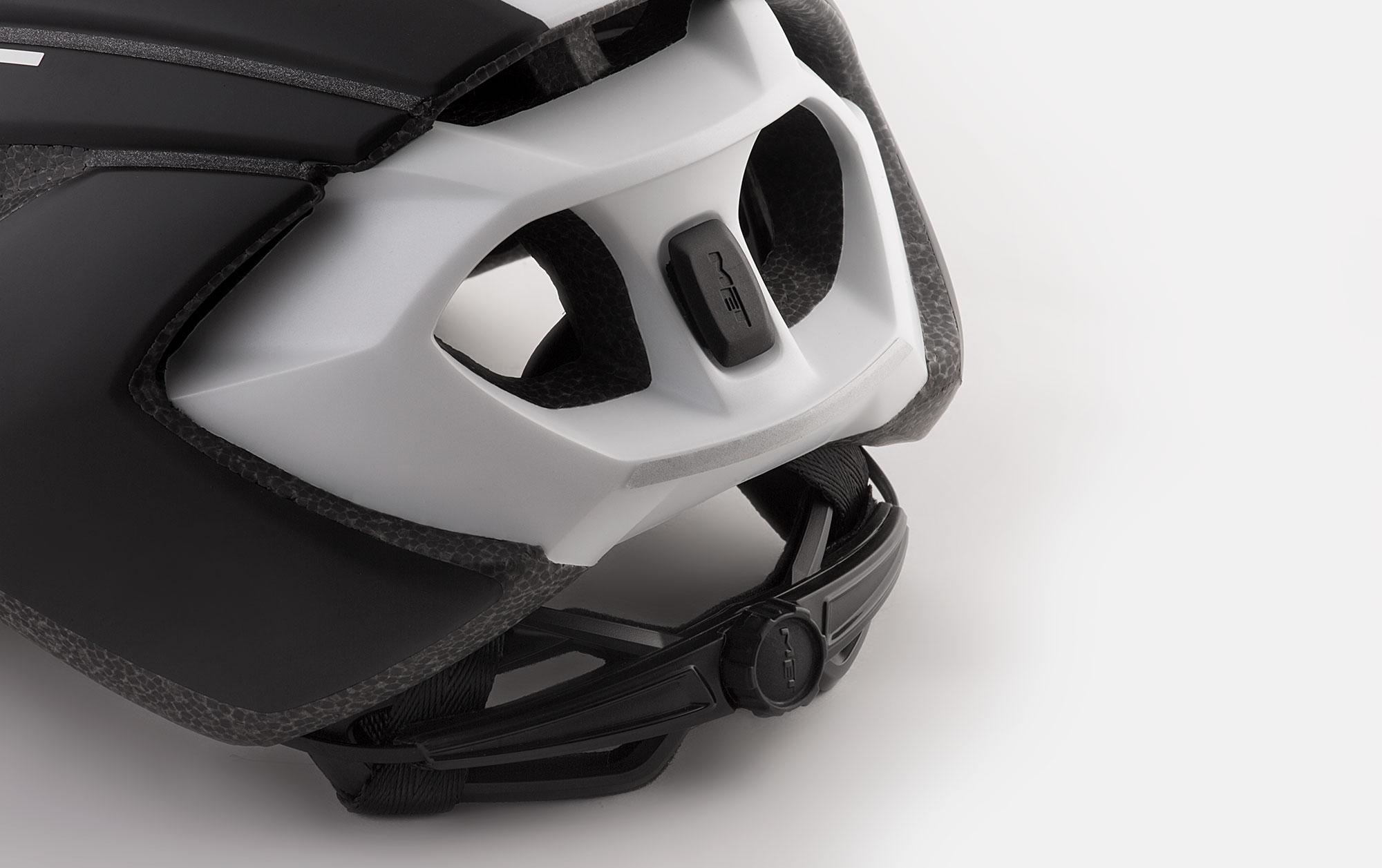 MET Strale Road Helmet retention system