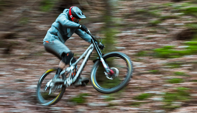 BLUEGRASS Legit Carbon Mips Downhill, BMX and Trail Helmet Vinny T