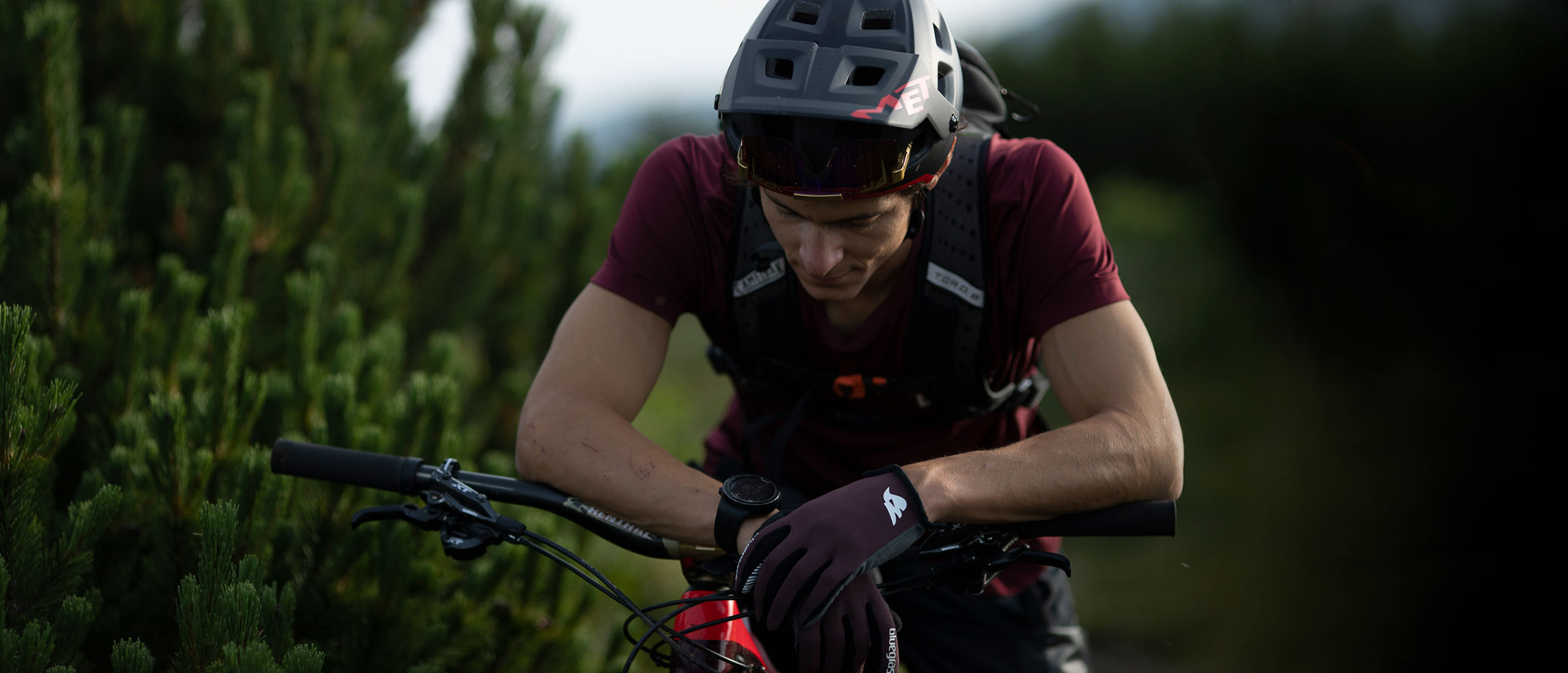 BLUEGRASS Magnete Lite Gloves made for Mountain Bike, Enduro and E-Bike