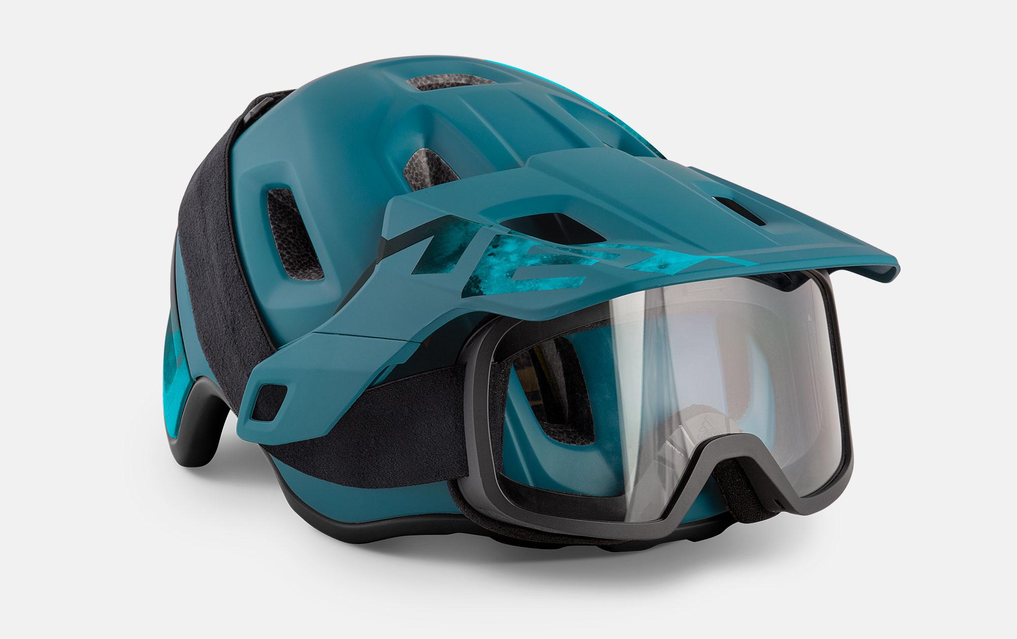 MET Roam Mips Enduro, Trail and E-MTB Helmet Adjustable Visor