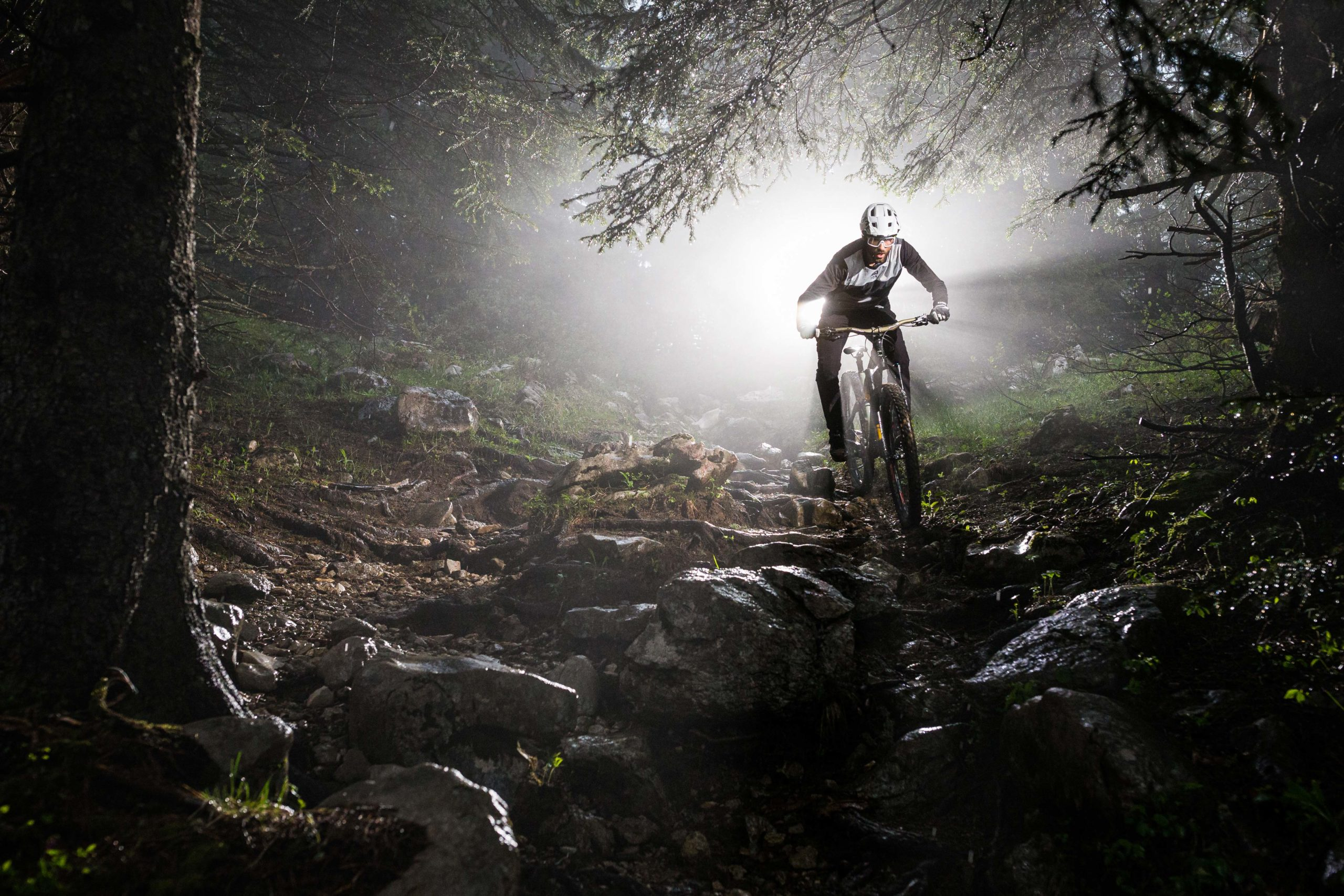 Kilian Bron Mission with MET Roam Mips Enduro Mountain Bike Helmet