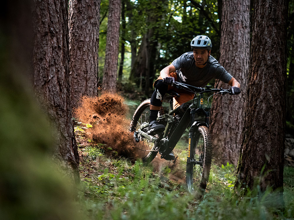 All-new Bluegrass Rogue Core Mips MTB Helmet for Enduro, Trail and E-MTB