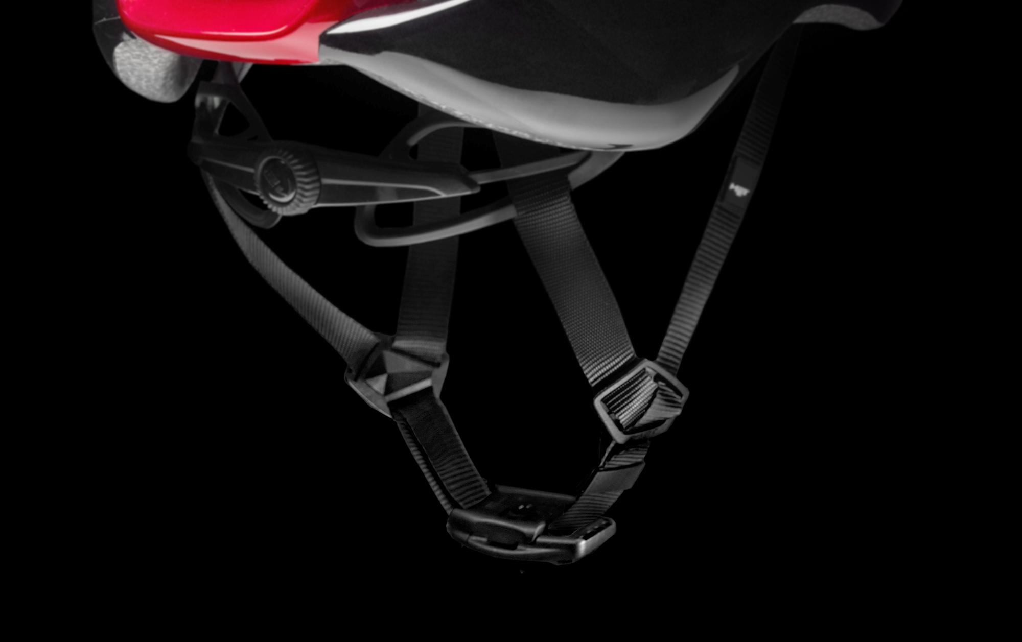MET Manta Mips Road, Triathlon and Winter Rides Helmet: Fidlock magnetic buckle