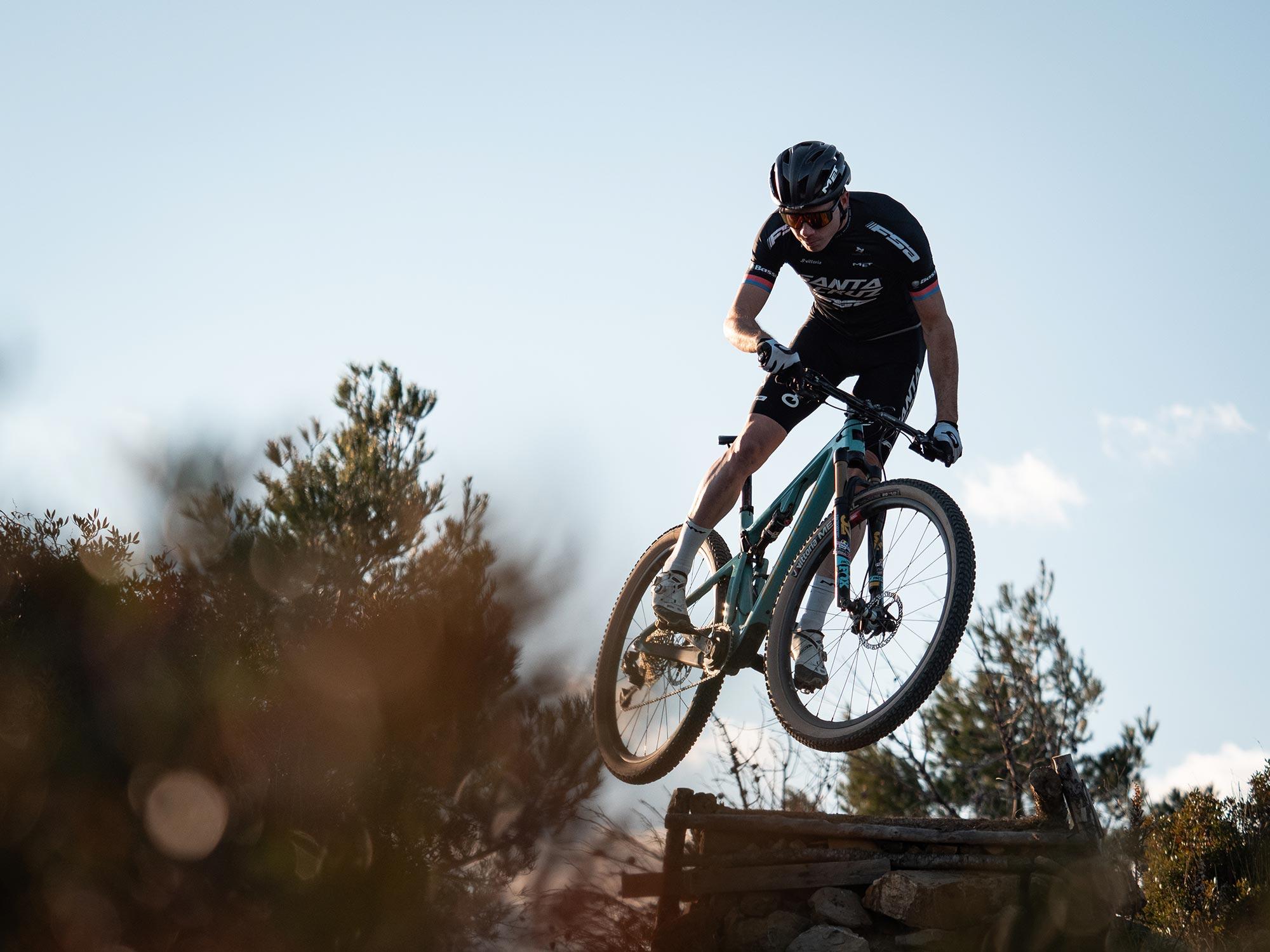 Maxime Marotte Santa Cruz FSA Cross Country Team with MET Trenta Mips